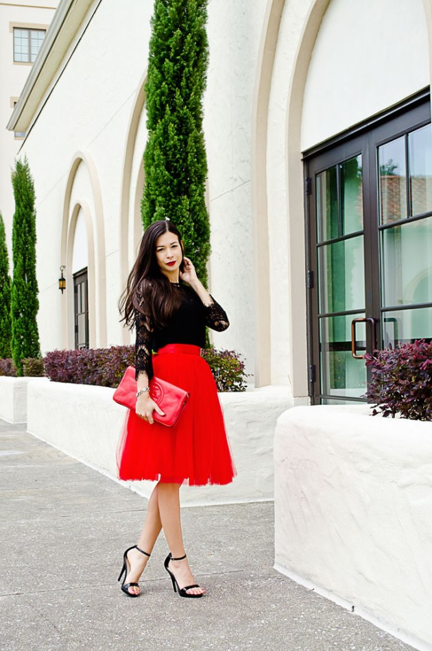 red-clutch-tory-burch-and-lace-top