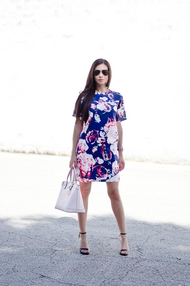 blue-and pale-pink-floral-print-dress-sheinside-pink-handbag-henri-bendel-summer-and-spring-outfits-1