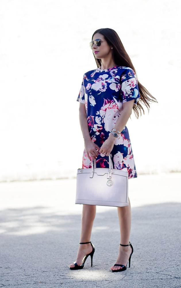 blue-and pale-pink-floral-print-dress-sheinside-pink-handbag-henri-bendel-summer-and-spring-outfits-2