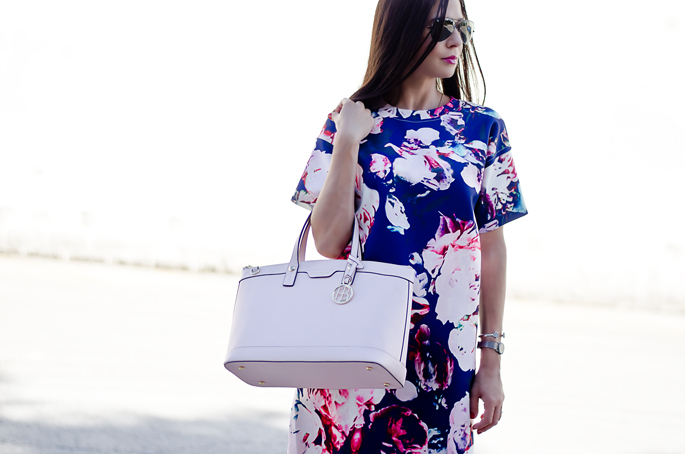 7bc6a95848 fashion-blogger-outfit-of-the-day-pink-handbag-. blue-and-pale-pink-floral- print-dress-outfit-