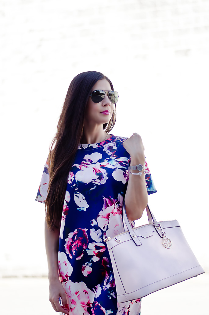4b1c4ffdce blue-and-pale-pink-floral-print-dress-outfit-. outfit -of-the-day-kendra-scott-arden-cuff-