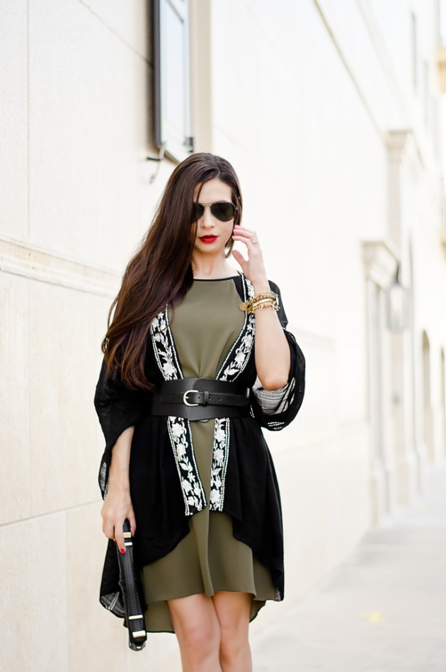 what-to-wear-with-a-shift-dress-an-embroidered-wrap-and-belt-linea-pelle