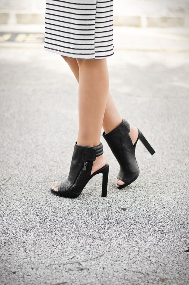 Street-Style-Fashion-Inspiration-Open-Toe-High-Heel-Booties