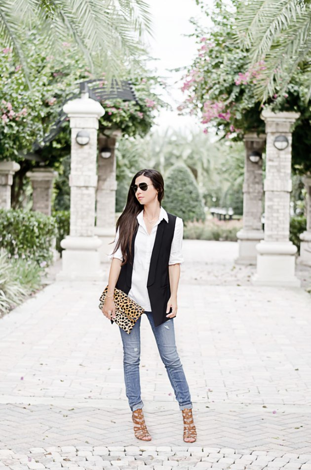 fall-outfit-ideas-halogen-black-vest-nordstrom-loft-skinny-jeans-clare-v-leopard-clutch-1