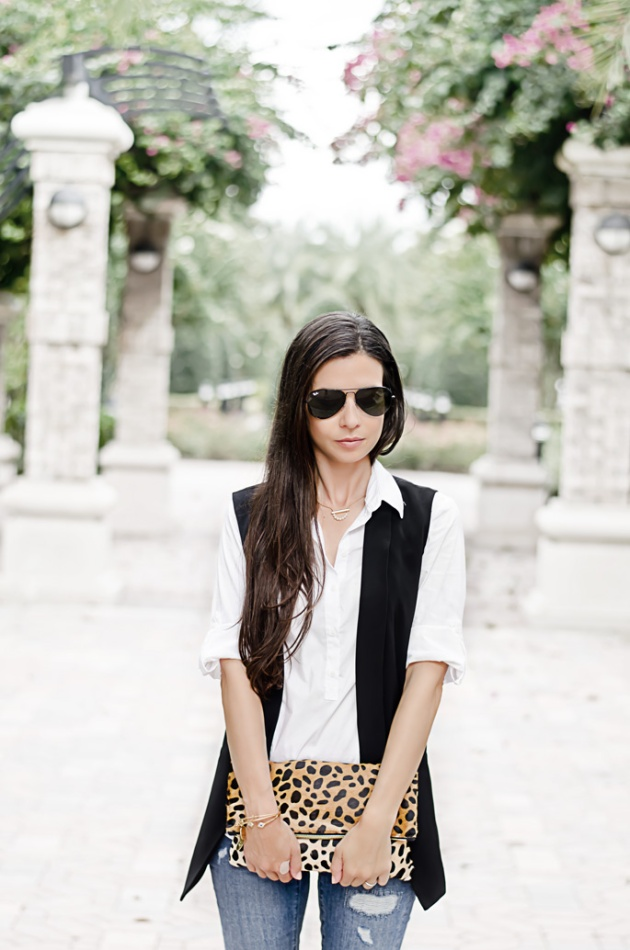 fall-outfit-ideas-halogen-black-vest-nordstrom-loft-skinny-jeans-clare-v-leopard-clutch-2