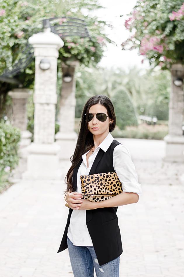outfit-ideas-skinny-jeans-black-vest-leopard-clutch-halogen-nordstrom-clare-v-2