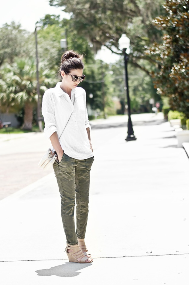 outfit-of-the-day-camo-pants-and-a-white-shirt-with-wedges-street-style-2